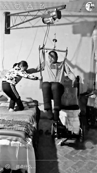宁夏6岁女童直播照顾瘫痪父亲走红 每月获打赏4000元