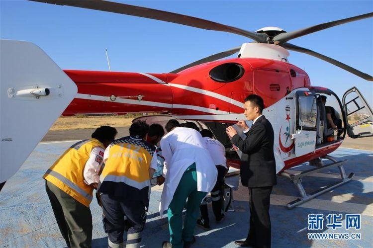 (国际)(1)中土双方采取措施全力救治车祸中受伤中国游客