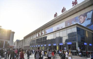济南火车站迎返程高峰 广播实时导流温暖乘客
