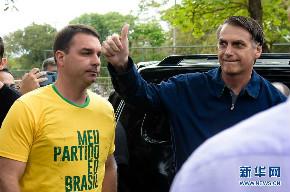 巴西总统选举投票开始 竞选紧张激烈