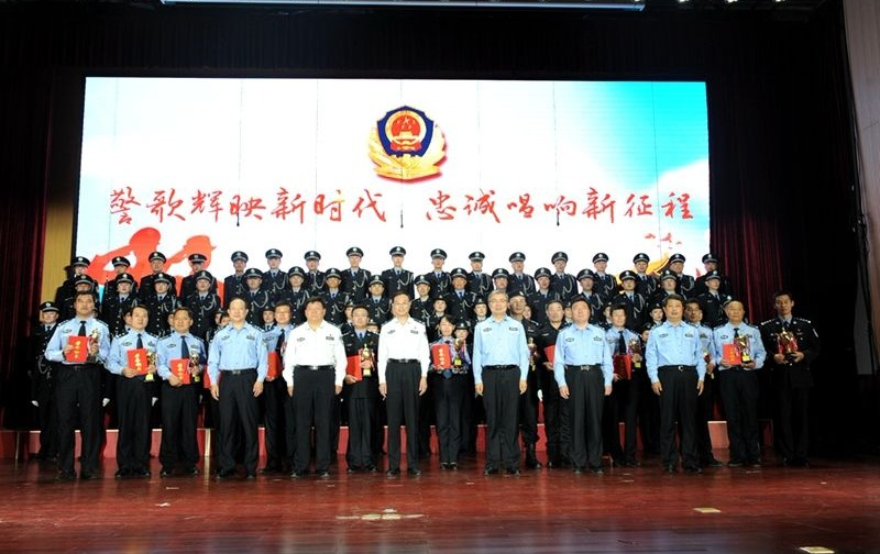 济宁市公安局举办庆祝改革开放40周年歌咏大会
