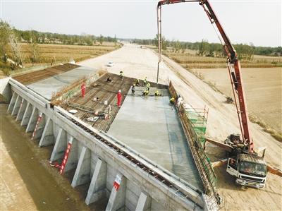 枣菏高速桥面开始施工