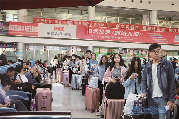 """""""十一""""东营市海陆空交通安全有序 境内高速流量近65万台"""