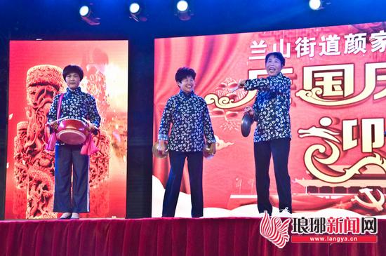 临沂基层创城变化大 红埠寺村民自办晚会唱颂歌