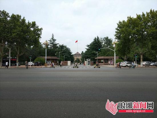 临沂兰山区人民政府南门路口满满历史与人文气息