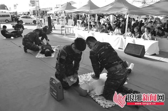 临沂:救护技能大赛举行 应急救护队比试救护技能