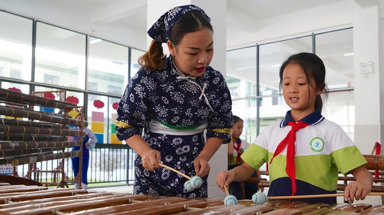 江西崇义:欢乐竹乐进校园