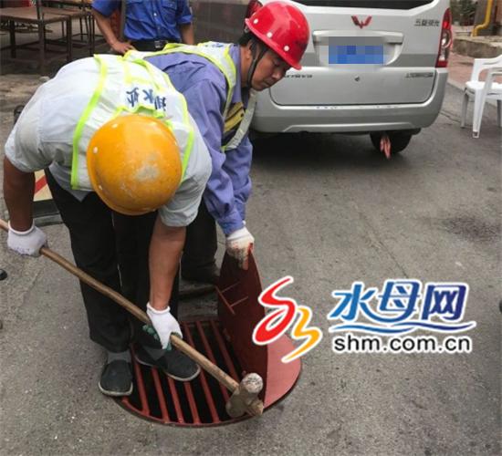 井盖创新解决老大难 市区街头用上新式井盖