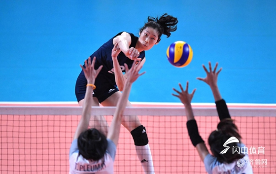 中国女排3-0破美国不败金身 提前锁定世锦赛6强