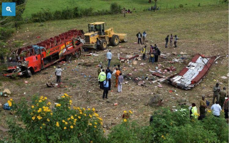肯尼亚一辆巴士意外翻覆 超过40人当场死亡