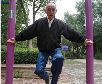 抗癌27载 老人练绝活