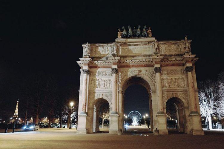 巴黎卢浮宫凯旋门为筹集捐款 以进行修葺工作