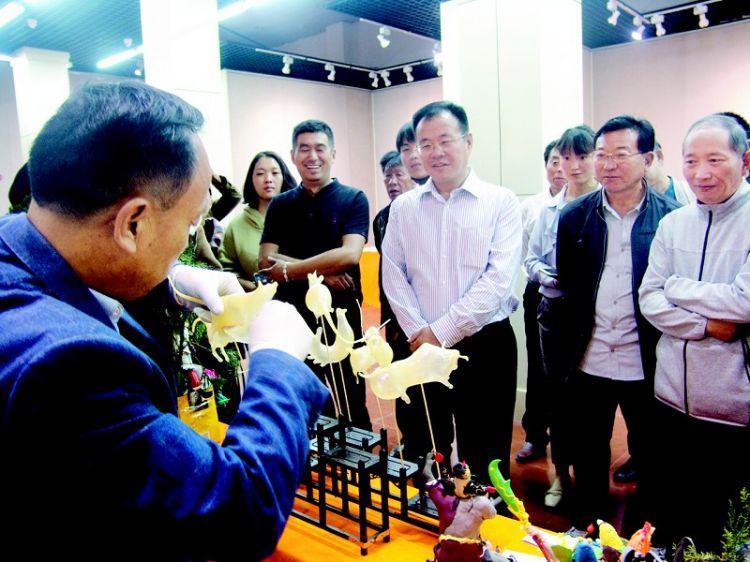 第五届菏泽艺术节·传统艺术精品暨匠工木雕展开展