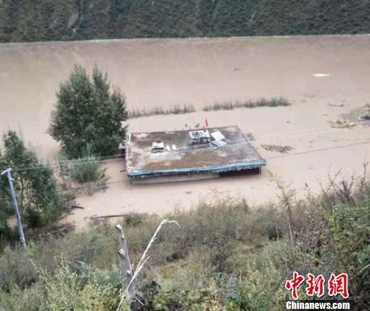 金沙江堰塞湖:四川消防760名消防员紧急集结待命
