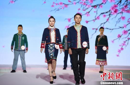 首届多彩贵州民族服饰设计大赛兴义开幕