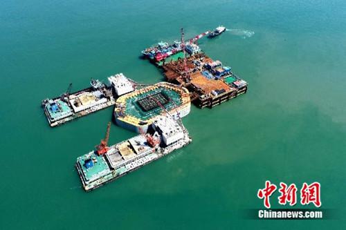 """浙江舟岱跨海大桥3座承台""""跃然""""东海"""