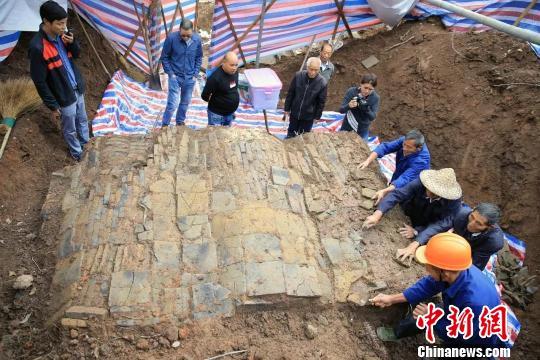 浙江黄岩发掘一处450多年历史的明代古墓