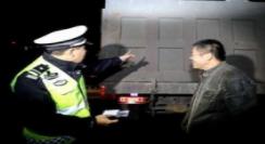 张店交警重拳整治 52辆违法大货车被查扣