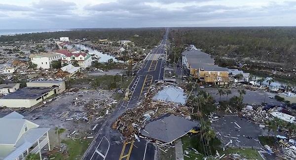 """飓风""""迈克尔""""登陆佛州致7死 美一空军基地受重创"""
