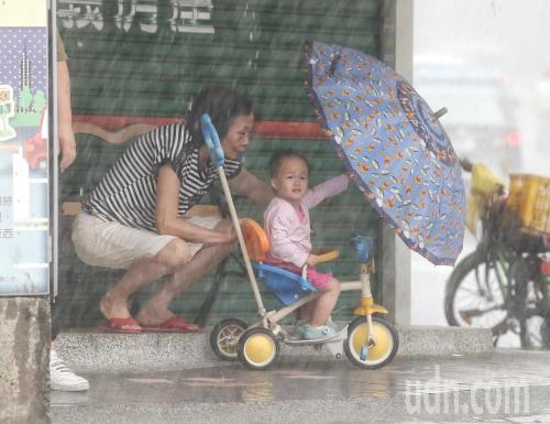 台湾北部深夜降下局部豪雨 4县市大雨特报发布