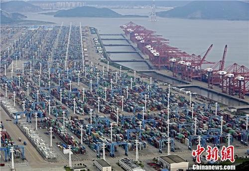 """前三季度中国与""""一带一起""""沿线国收支口增长13.2%"""