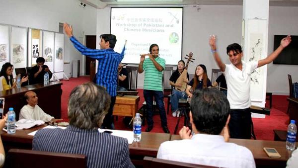 中国与巴基斯坦团结举行音乐家交换论坛