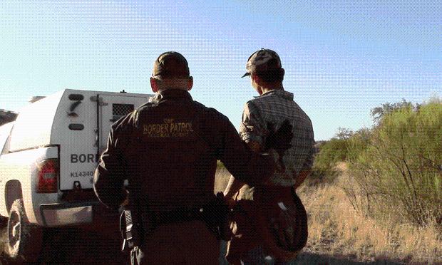 1400名非法移民被弃在美国沙漠 边境官员称震惊