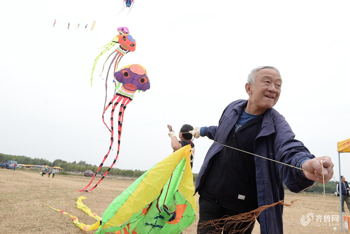 山东滕州举行山东省第八届全民健身运动会风筝比赛