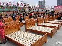 山东济宁:邹城一村庄购买五百余张床免费发放给村老人