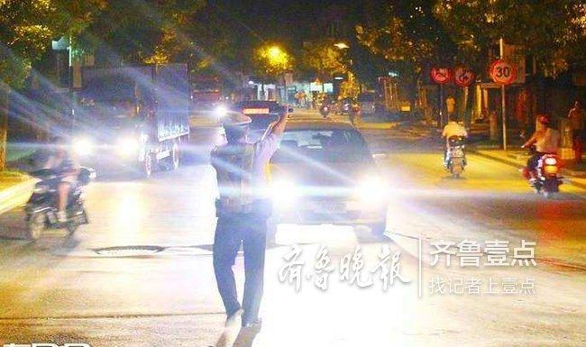 菏泽市区两路口启用远光灯抓拍设备,下月起开始抓拍