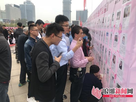 """临沂大型相亲交友活动举行 600名青年男女""""寻爱"""""""