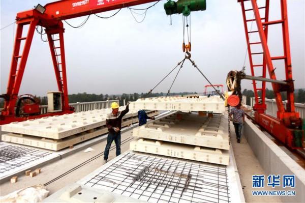 鲁南高铁无砟轨道施工持续推进