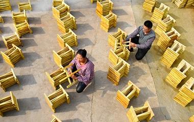 淄博小夫妻返乡创业做马扎 年产量达到30余万个