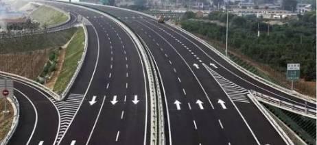 济青高速匝道施工 青岛方向来车暂无法转滨州方向