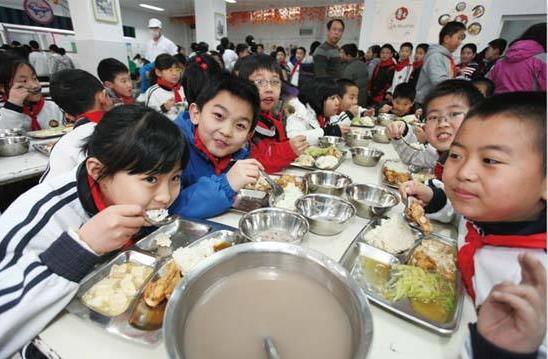 青岛明年力争校校有食堂 安排专项资金给予补助(图)