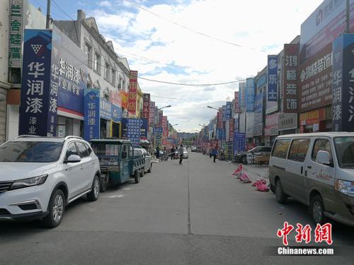 楼市不景气,燕郊售楼一条街旁边的建材市场也十分冷清。<a target='_blank' href='http://www.chinanews.com/' >中新网</a>记者 邱宇 摄