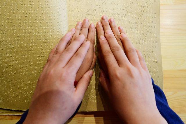 视障人士智能手套获世界卫生峰会创业奖