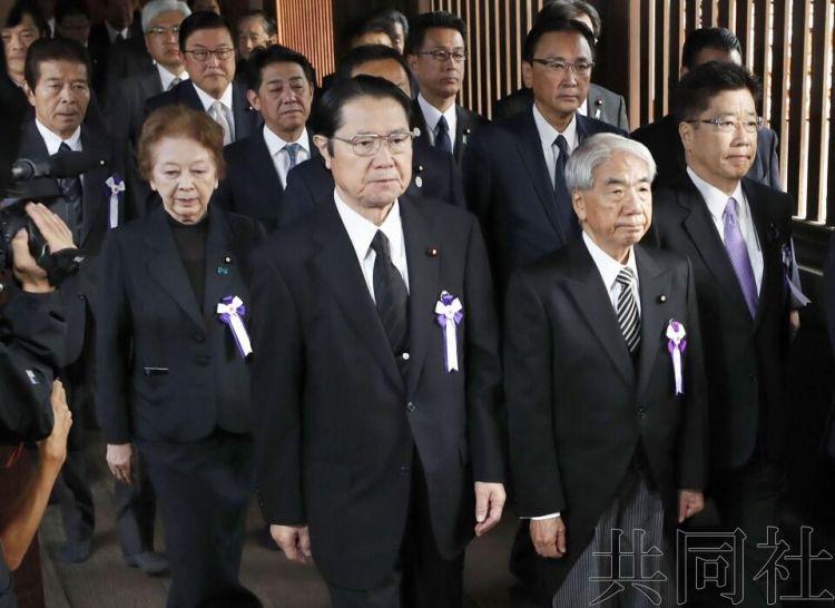 安倍内阁7名成员参拜靖国神社,正职阁僚未参加