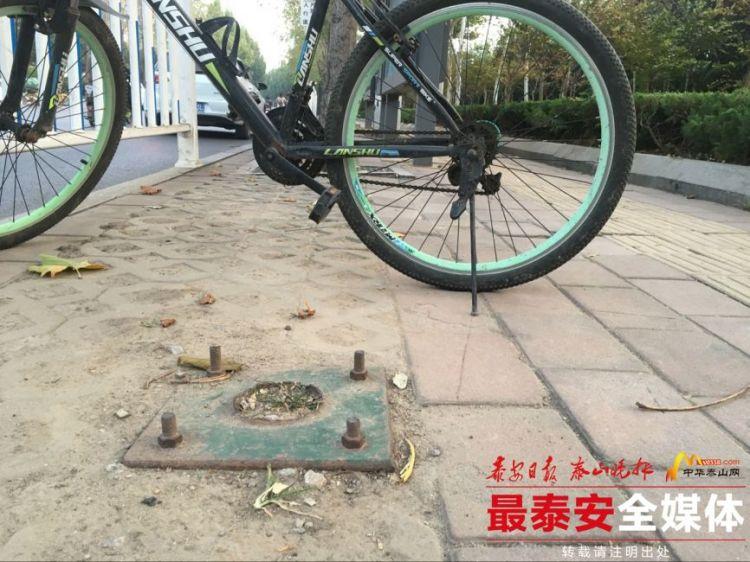 泰安:人行道遗留螺丝钉 市民出行步步惊心