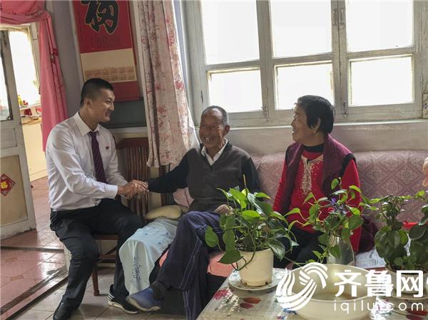 """恒丰银行烟台分行开展""""重阳节""""敬老活动"""
