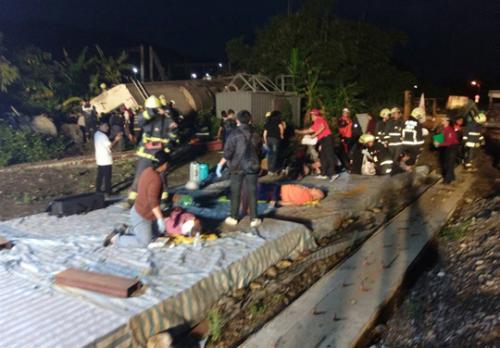 台铁出轨列车上旅客共366人 事故已致137人伤亡
