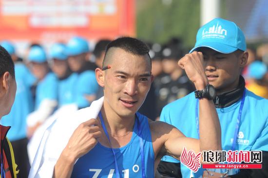 2018临沂国际马拉松 全马冠军李子成是咱山东老乡