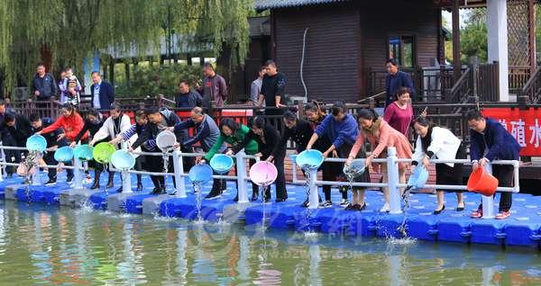 60万尾鱼苗人工增殖放流 运河湿地增添新活力