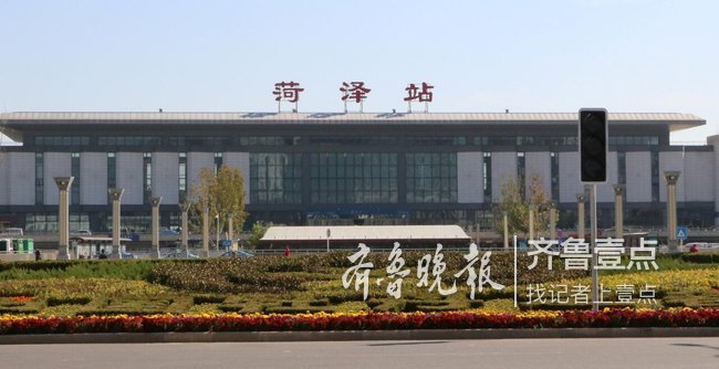 """菏泽火车站广场迎新貌,绿植又换""""新造型"""""""