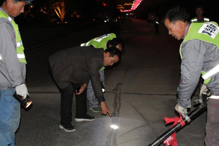 潍坊夜间进行道路修补 将交通拥堵压力降到最低