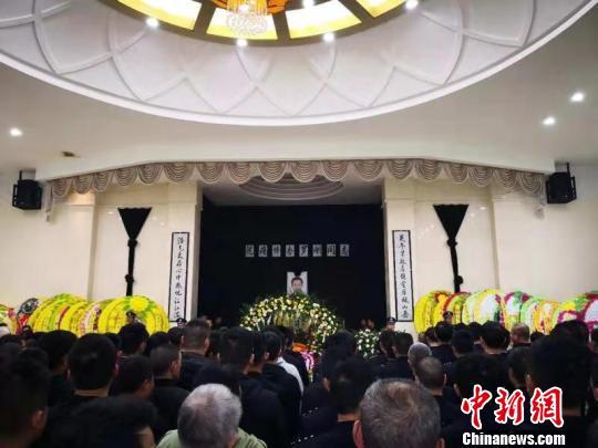 四川因公牺牲民警罗刚同志告别仪式在内江市举行