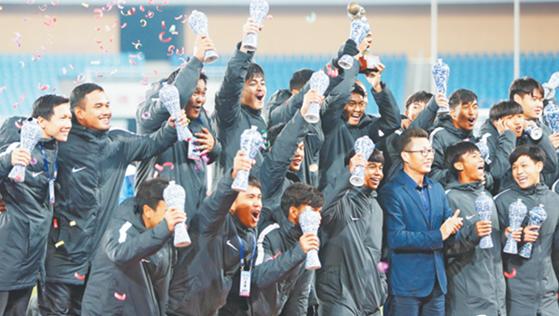 """2018""""起源地杯""""国际青年足球锦标赛闭幕 中国U17队战平对手获亚军"""
