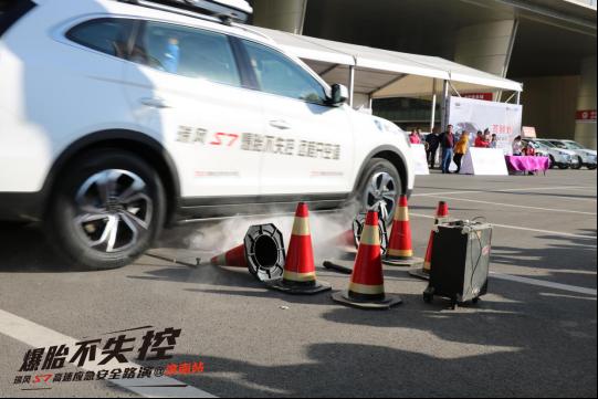 爆胎不失控 瑞风S7高速应急安全路演济南站火热开启(10.27通稿)1396