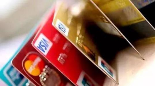 复制顾客信用卡磁条信息 洗车店老板ATM前蒙面取钱