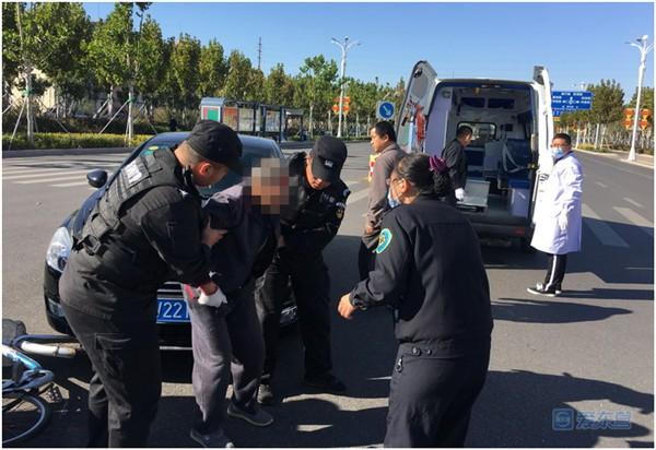 暖心!巡逻遇到交通事故 东营民警救助受伤老人